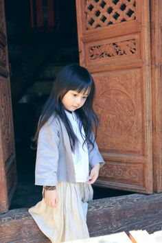 Hanfu Clothing also known as Hanzhuang or Huafu is the traditional dress of the Han Chinese people,We provide custom traditional Hanfu clothing for Chinese culture lovers. Cute Kids Pics, Cool Kids, Hanfu, Beautiful Children, Beautiful Babies, Baby Buddha, Loli Kawaii, Asian Babies, Asian Kids