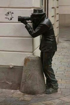 This statue is attached to an amazing restaurant in Bratislava, Slovakia called Paparazzi. Outdoor Sculpture, Outdoor Art, Bronze Sculpture, Sculpture Art, Amazing Places On Earth, Foto Fun, Street Art Graffiti, Land Art, Public Art