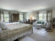A Look Inside Grey Gardens in the Hamptons Today Grey Gardens House, Gray Gardens, Cape Cod Style, Pretty Bedroom, Celebrity Houses, Home Bedroom, Fixer Upper, House Tours, The Hamptons