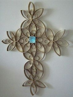 wrought iron look with toilet paper rolls Toilet Paper Roll Art, Paper Wall Art, Toilet Paper Roll Crafts, Paper Towel Roll Crafts, Paper Towel Rolls, Cardboard Rolls, Cardboard Crafts, Crafts For Kids, Diy Crafts