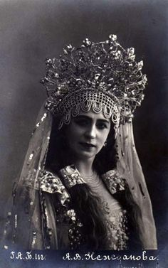 Нежданова Антонина Васильевна (открытка ) Old Photos, Vintage Photos, Folk Costume, Costumes, Russian Folk, Russian Style, Russian Wedding, Cultura General, Russian Fashion