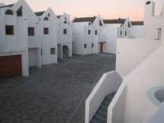 Skilliepark No. 13 - Skilliepark No. 13 is a self-catering townhouse located in Dwarskersbos, just a short walk from the beach. There is an outdoor braai area and secure parking, and guests can make use of the communal complex .