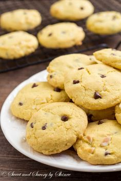 Rich, slightly cakey egg yolk cookies are just as tasty as any chocolate chip cookies. Egg Yolk Recipes, Baking Recipes, Cookie Recipes, Recipes With Just Egg Yolks, Egg Yolk Cookies, Egg Yolk Uses, Vegetarian Chocolate, Desert Recipes, My Favorite Food