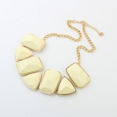 Big fashion trend Geometric Necklace (Apricot)