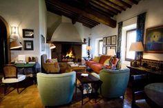 Villa Fiora | The villa is a transformed luxury house that dates as far as 19th century. It boasts of a vineyard, olive groves, lush gardens. The area is a part of the Natural Artistic Park of the Val d'Orcia, and Pienza itself is a UNESCO World Heritage site. #travel #reise #urlaub #toskanaluxusvilla #tuscanyholidayrental #tuscanyholidayhomes #sonnigetoskanavillas #ferienhäusertoskanamitpool #ferienhäusertoskana