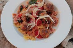 Salada de Massa com Almôndegas, Tomate Cereja e Parmesão