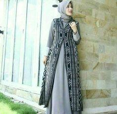 Street Hijab Fashion, Abaya Fashion, Cardigan Fashion, Fashion Dresses, Dress Batik Kombinasi, Outer Batik, Girls Dresses Sewing, Hijab Dress Party, Moslem Fashion