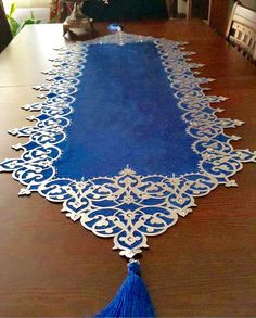 This Pin was discovered by Ayn Burlap Table Runners, Lace Table, Ribbon Embroidery, Embroidery Designs, Lace Runner, Peacock Decor, Boho Home, Diy Bottle, Prayer Rug