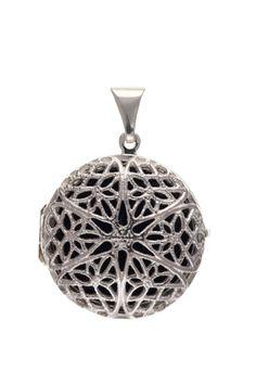 Silver Filigree Round Locket #jewellery #silver #locket #pendant #filigree Sterling Silver Filigree, 925 Silver, Locket Design, Silver Lockets, Jewelry Collection, Christmas Bulbs, Pendant, Gifts, Ebay