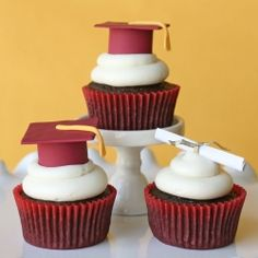 Delicious cupcakes get dressed up with fondant toppers for Graduation.