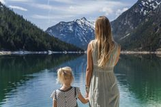 A therapist shares the 7 biggest parenting mistakes that destroy kids' mental strength Bring Up A Child, Bless The Child, Parenting Articles, Kids And Parenting, Mom So Hard, Mentally Strong, Mental Strength, Psychology Today, Everything Baby