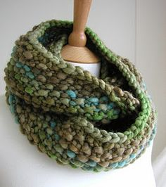 Cowl - free pattern by Hand Knitted Things