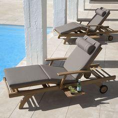 Capri Ultra Sun Lounger With Pull-out Tray