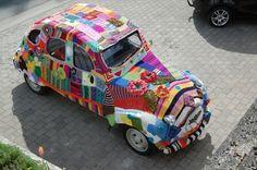 Deudeuch tricotée  Tricotée ????!!! Nan...Pas possible. Chapeau l'artiste.