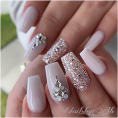 21 Elegant Coffin Acrylic Nails Design You Should Try Right Now – Polish and Pearls 21 Elegant Design Coffin Acrylic Nails You Should Try Right Now – Coffin Shaped Nails with Rhinestones Nail Art Designs, Acrylic Nail Designs, Acrylic Nails With Design, Gold Designs, Acrylic Art, Swarovski Nails, Rhinestone Nails, Rhinestone Nail Designs, Ongles Bling Bling