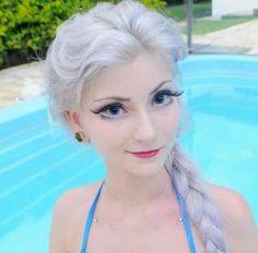 Loira também chama atenção por se parecer com a Barbie - Instagram