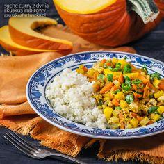 Przepis na proste, szybkie i bardzo smaczne suche curry z dynią i kuskusem imbirowym. Niskokaloryczny pomysł na obiad!