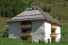 Vierstöckiges Strohballenhaus
