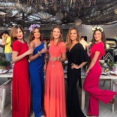 """656 Me gusta, 6 comentarios - Fit For Weddings (@fitforweddings) en Instagram: """"Guapísimas ellas y preciosos los diseños de Marta de @emesacs y tocados de @martabonaque ¡Mil…"""" Bridesmaid Dresses, Wedding Dresses, California Wedding, Smart Casual, Glamour, Elegant, Formal Dresses, My Style, Womens Fashion"""