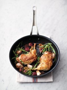 Sweet chicken surprise, Food And Drinks, Sweet & juicy grapes with roasted chicken is a classic combination, but it& been given the quick & easy treatment here to get it on the table in . Best Chicken Recipes, Quick Recipes, Quick Easy Meals, Cooking Recipes, Recipe Chicken, Butter Chicken, Easy Cooking, Sweet Recipes, Jamie Oliver Quick And Easy Food