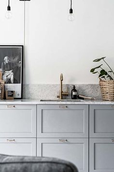 5 Kitchen Trend Obsessions | Light Gray | EyeSwoon