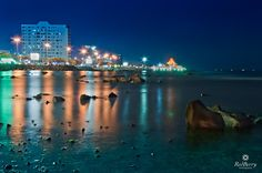 A beautiful view of corniche in Jeddah. The famous restaurant called Alwad'a also can been seen.