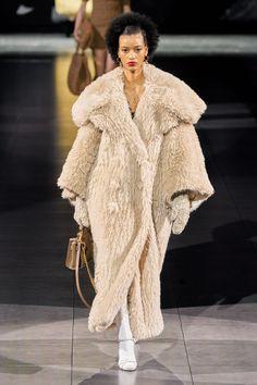 Dolce & Gabbana Fall 2020 Ready-to-Wear Collection - Vogue Fashion Week, Star Fashion, New Fashion, Runway Fashion, Fashion Show, Fashion Trends, Fashion Details, Fashion Addict, Dolce & Gabbana