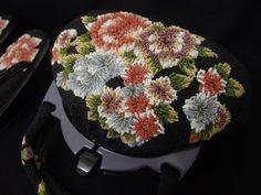 豪華浮文様 ビーズバッグ 両面大きな花文様 二重持ち手 ビーズ草履 昭和レトロ 手刺繍_画像3