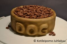 Dog's food bowl cake with Daim nuggets