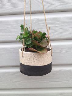 Suspension pour plantes en céramique raku - cache-pot - blanc et noir - avec cordelette de lin et anneau