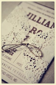 Doilies!   Vintage Wedding Invitation. http://memorablewedding.blogspot.com/2013/12/romantic-and-magical-winter-vintage.html