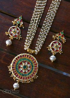 Beautiful Jewelry Design Earrings, Necklace Designs, Pearl Jewelry, Indian Jewelry, Jewelry Art, Wedding Jewelry, Antique Jewelry, Beaded Jewelry, Jewelery