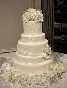 29 Gorgeously Embellished Wedding Cakes - MODwedding