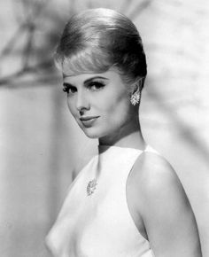 It was announced today actress Martha Hyer passed away 5-31 this year. She appeared in the 50s version of Sabrina, Some Came Running, Houseboat, The Carpetbaggers, Sons of Katie Elder and may others. She was married to famed Hollywood producer Hal B. Wallis from the early 60s until his death in 1984. As Frank Sinatra would have said, she was 'quite the dame!'