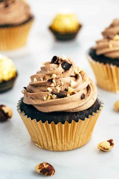 Ferrero Rocher inspired cupcakes with chocolate ganache filling and Nutella hazelnut buttercream. Nutella Snacks, Nutella Cupcakes, Yummy Cupcakes, Chocolate Cupcakes, Campfire Cupcakes, Rocher Chocolate, Buttercream Cupcakes, Chocolate Hazelnut, Cupcake Flavors
