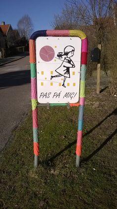 •knitted street art • easy DIY•