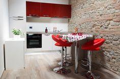 Cucina abitabile con elettrodomestici di ultima generazione
