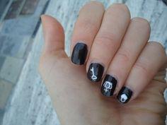 Yves Saint Laurent Noir Mordoré Nail Polish with H&M Stickers