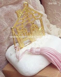 Μπομπονιέρα βάπτισης μεταλλικό σπίτι με βότσαλο Wedding Stuff, Xmas, Throw Pillows, Cushions, Weihnachten, Decorative Pillows, Navidad, Decor Pillows, Christmas