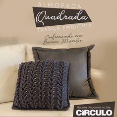 Peças em tons cinzas são uma ótima opção para adicionar requinte e modernidade à decoração. Um bom exemplo disso é esta almofada produzida com Barroco Maxcolor. Clique na foto para conferir a receita completa. Merino Wool Blanket, Crochet, Bed Pillows, Pillow Cases, Knitting, Diy, Diy And Crafts, Handmade Crafts, Crochet Pillow Covers