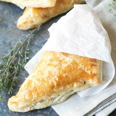 Black Pepper Steak Hand Pies are a simple, delicious and hearty meal - made portable! Beef And Potatoes, Stewed Potatoes, Tart Recipes, Dessert Recipes, Cooking Recipes, Brunch Recipes, Steak Pie Recipe, Beef Pies, Fried Pies