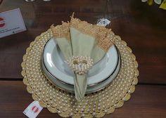 Boa noite!! ❤️❤ vê tudo isso de perto é muita belezura😍😍😍 . . Gostou? Curta, siga e compartilhe !!! . Faça a sua encomenda! . . kit perfeito para sua mesa😍😍 . . ❌Sousplatscroche com perolas➡️50 reais a unidade ❌guardanapo com guipir ➡️35,00 reais a unidade ❌portaguardanapo de coração ➡️20 reais a unidade ❌Decoraçao e louças da @kikazzahomestore . . #boanoite #meseirasparaibanas #artesanato #tableware #tabletips #table #sousplat #sousplatscroche #guardanapo #portaguardanapo #cro...