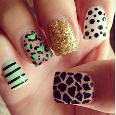 Very fun nails.. I love :))