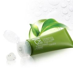 Naruko Tea Tree Oil Out Peeling Gel by Naruko. $17.99. Product Detail: NARUKO Tea Tree Oil Out Peeling Gel is a gentle exfoliant made with Tea Tree Extract and Essential Oil and moisturizing ingredients to give your skin a fresh feeling. It contains microbeads made out of Tea Tree Extract that help clear away dead skin cells and penetrate deeply into pores. The peeling gel also contains highly moisturizing ingredients Hyaluronic Acid, Arbutin, and Vitamin E to help ...