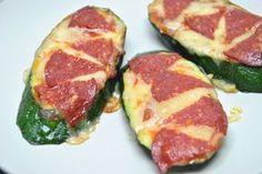 Pizza de calabacín. no lleva harina, ideal para una dieta sin gluten o como recetas para niños. --> Zucchini Pizza. has no flour, ideal for a gluten-free diet