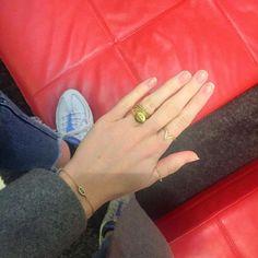 \\ #hvisk #hviskstylist #stylist #jewellery #jewelry #hand #red #fashion #style #ootd #emoji #nailart #nails