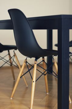 Eames DSW Chair in black with black table - George would LOVE this. Black Eames Chair, Eames Chairs, Dining Chairs, Black Chairs, Eames Dining, Room Chairs, Dining Table, Outdoor Dining, Kitchen Chairs