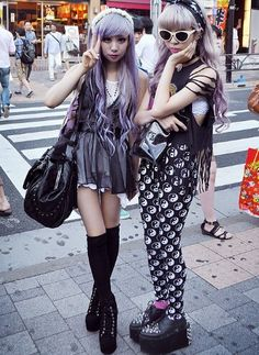 pastel goth girl on the left had a killer outfit! Duper cute!