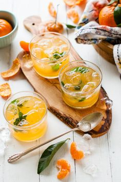 WINTER LEMONADE: Mandarin Mint |  Mandarin Oranges and Clementines are one of my favorite things about the winter produce season. @kayleyq
