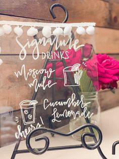 How to Make DIY Wedding Signs with this Secret // Design & Roses #wedding #weddingsigns #partydecor #decor #diy #signs